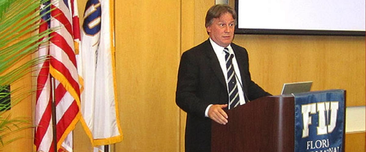 Disertación sobre Economía y Turismo de Uruguay en Miami